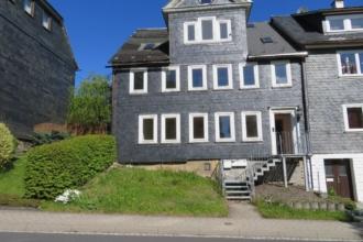 Mehrfamilienhaus mit drei Wohneinheiten im Stadtzentrum